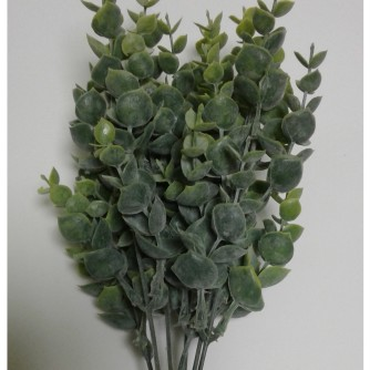 Искусственная зелень самшит (на фото 7 веточек собраны в куст)